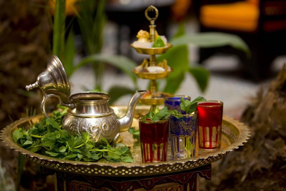 آیین سنتی دم کردن چای مراکشی